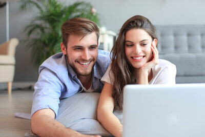Happy-couple-looking-at-laptop-700px